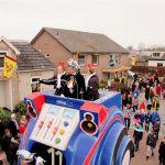 Prins met Pages van Carnaval vereniging De Deurdoewers