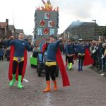 Optocht Harreveld 2016 - Held op sokken