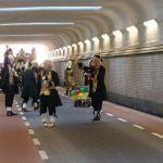 Carnavalsgroep gaat door de tunnel